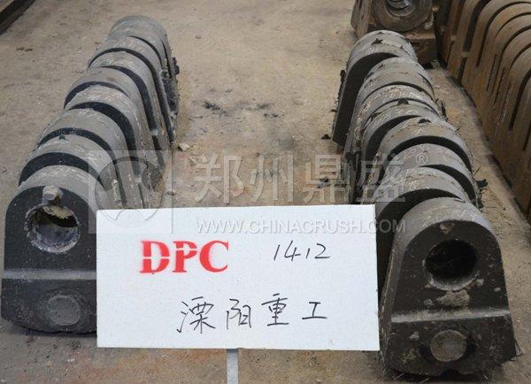 郑州鼎盛为义煤集团水泥公司加工dpc1412破碎机锤头