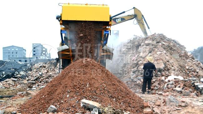 郑州鼎盛履带式建筑垃圾移动破碎站对建筑垃圾进行就地粉碎现场